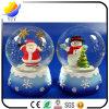 Weihnachtsweihnachtsmann-Schnee-Mann-Schnee-Kugel mit wickeln oben musikalischen Kasten