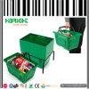 Panier de main en plastique de supermarché pour des achats