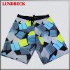 Shorts variopinti della scheda degli uomini con stile di modo