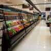 Den kälteren Obst- und GemüseKühlraum halb hoch öffnen, der nach Saudi-Arabien exportiert wird