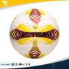 Equipe 4 do tamanho regular 5 que treina a esfera de futebol durável
