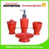 Insieme di ceramica rosso dipinto a mano bello della stanza da bagno