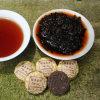 Pu'erの中国の高貴で水平な茶、小型Puerの茶ケーキは、中国のケーキの形の熟したPuerhの茶からの重量の茶買物を直接失う