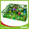 Interessantes Indoor Playground mit Jungle Gym