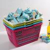 Kleines Lebensmittelgeschäft-Plastikeinkaufskorb