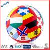 Les football colorés avec beaucoup de drapeaux