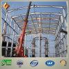 Hoher Stahlanstieg-Industriegebäude mit hellem Rahmen
