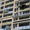 Plate-forme suspendue par corde actionnée dans le berceau de construction