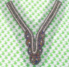 方法および優雅なハンドメイドのビーズVの形の首のトリムカラー