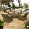 テラスの藤の柳細工の庭の屋外のラウンジの家具のソファーセット