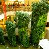テーマパークの人工的な緑プラント壁