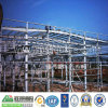 鉄骨構造の建物はプレハブの鉄骨フレームの倉庫を取除いた