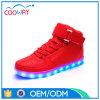 卸し売り安い固体赤い男女兼用のスニーカーの慰めLEDの軽い靴