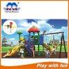 Equipamento ao ar livre do campo de jogos das crianças novas do projeto