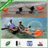 A pessoa 2 senta-se na canoa superior do caiaque do policarbonato do curso do caiaque