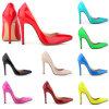 結婚式のパテント・レザーの女性の靴