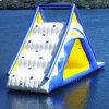 Grande glissière d'eau gonflable de flottement de triangle