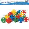 De kinderen spelen de Plastic Apparatuur van de Bal van het Labyrint van Spelen (M11-09601)