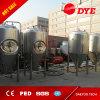 Los tanques de la fermentación de la cervecería de la cerveza con la chaqueta del glicol