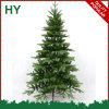 Al aire libre grandes adornan el árbol de navidad
