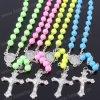 Levering voor doorverkoop Vele Halsband van de Rozentuin van de Keten van Kleuren Katholieke met Maagdelijke Mary Center & het Kruis van het Metaal