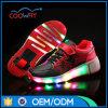 Pattini infiammanti chiari del pattino di rullo delle scarpe da tennis LED della fabbrica per i capretti