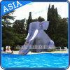 Trasparenza di acqua gonfiabile gigante dell'elefante