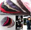 多彩で暖かい冬のニットの女性の帽子の帽子