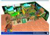 Campo de jogos interno do projeto novo com corrediça inflável