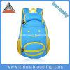 Los cabritos impermeabilizan el bolso de escuela lindo del morral del libro del neopreno azul para los muchachos