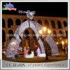 Arcos ao ar livre do Natal da luz de rua com anjo