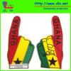 Uma mão grande da espuma do dedo com a bandeira nacional de Ghana