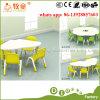 幼稚園の使用のための子供の表そして椅子