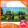 Campo de jogos ao ar livre da grande corrediça plástica da escola para crianças