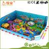 A esponja interna macia de escalada do PVC do campo de jogos da canaleta dos jogos caçoa a área engraçada da espuma dos brinquedos