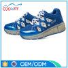 La rotella infiammante di sport dell'OEM della fabbrica calza i pattini del pattino di rullo dei capretti LED