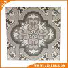 La parete del pavimento della stanza da bagno copre di tegoli il materiale da costruzione (20200022)