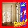 内部の灰色のドア
