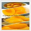 Pêssegos amarelos enlatados no xarope