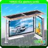 Vendita calda che fa pubblicità al riparo della fermata dell'autobus con la casella chiara solare