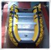 Barco inflable con el motor externo