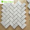 Le mattonelle di marmo bianche della parete del mosaico di Carrara Bianco