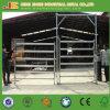 電流を通された農場の塀は馬のパネルにパネルをはめる