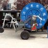 Вьюрок шланга брызгая машину с заграждением для земли