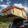 La corsa movente portatile schiocca in su la tenda di campeggio superiore del tetto dell'automobile della tela di canapa