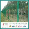 上塗を施してある溶接された金網の塀によって電流を通される溶接された金網の塀