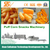 Alimento dos petiscos do sopro do milho que faz a maquinaria