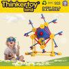 Casa de DIY que hace el juguete para la educación de los cabritos