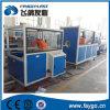 Neues Plastik-PVC-Rohr, das Maschine herstellt