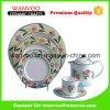 Het nieuwe Ceramische die Diner van het Ontwerp met de Koppen van Dishs van Platen wordt geplaatst